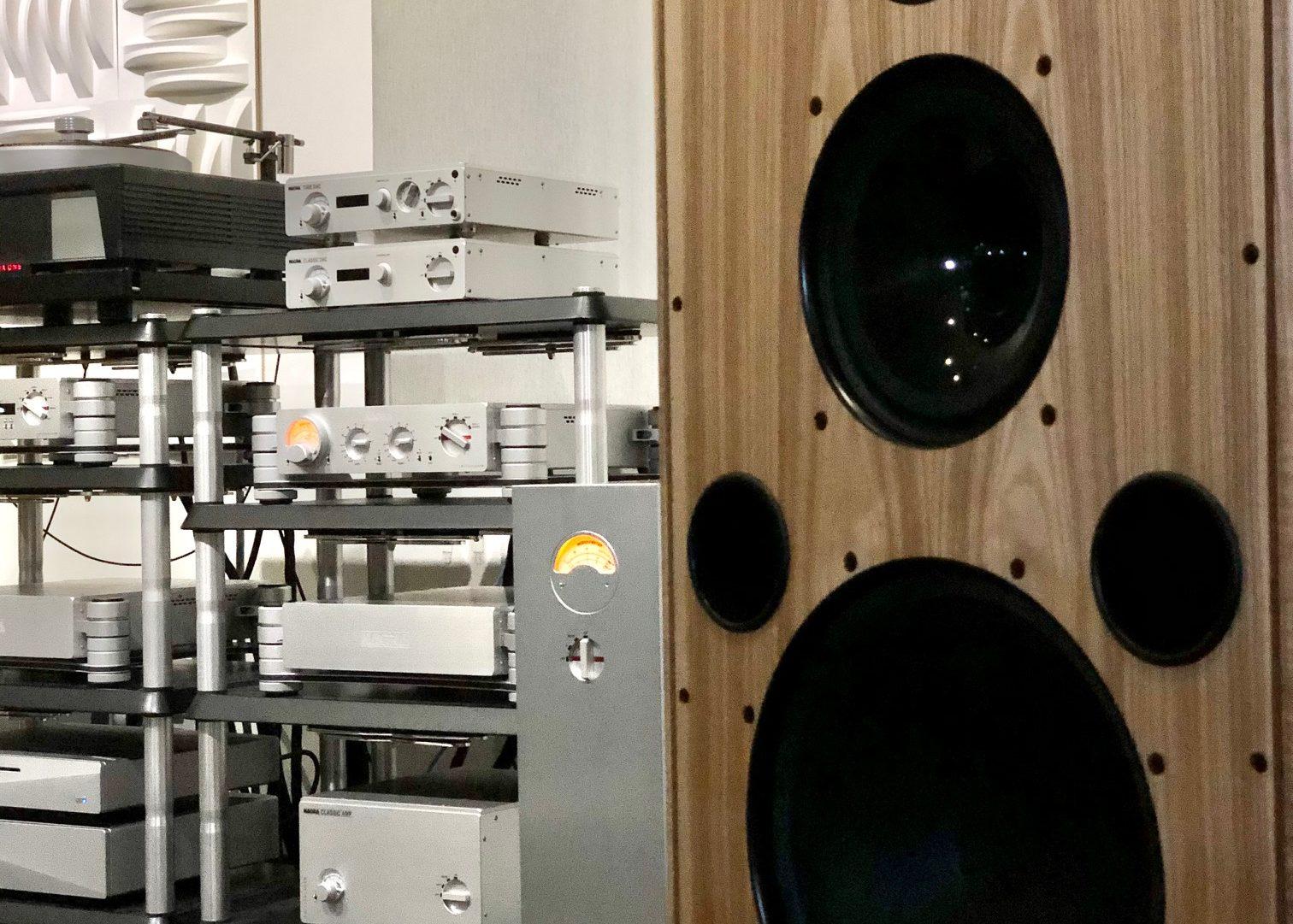 High End Audio dealer Detroit Michigan USA David Michael HD AMP PREAMP DAC X Classic top best