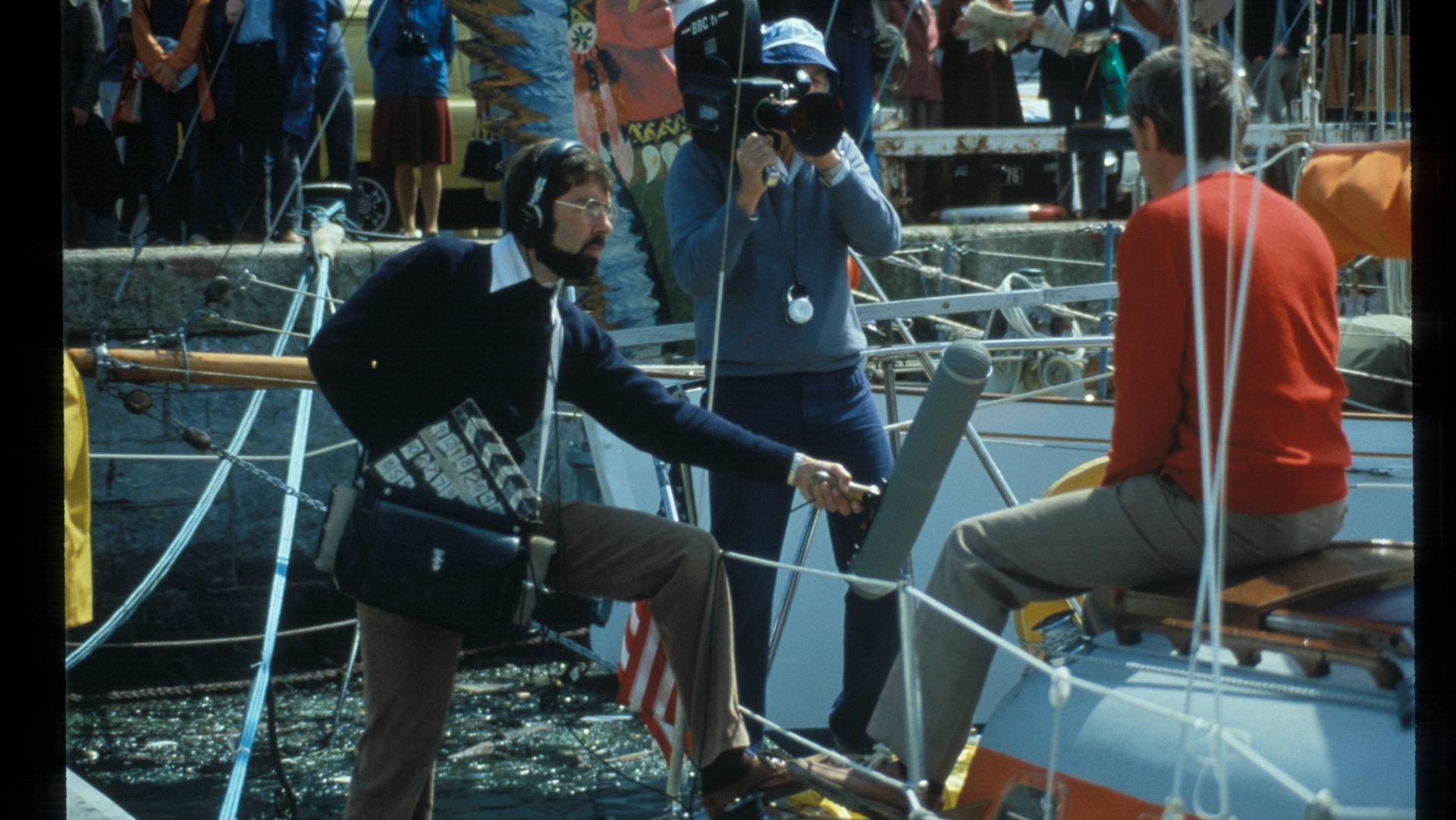 4.2 tape recorder journalist sailor bateau reportage